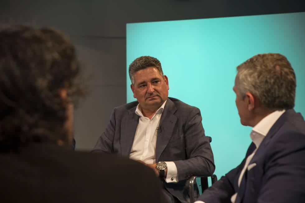 Miguel Ángel López, presidente de Siemens España, escucha a Francisco Pérez Botello, presidente del grupo Volkswagen en España.