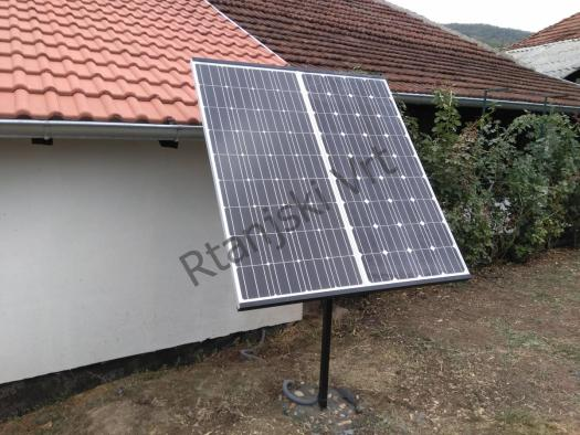 Metalni nosac solarnog panela postavljen na zemlju