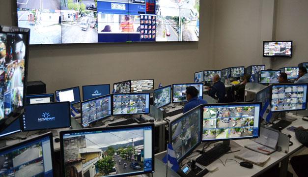 Paneles de mando, pupitres y salas de Control Prefabricadas