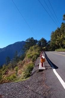 Auf der steilen Straße kamen die 150ccm Roller schon an ihre Grenzen.