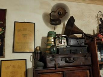 Vieux objets entassés