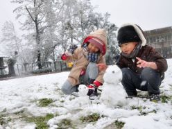 A Ilan (à l'Est) la neige fait la joie des petits