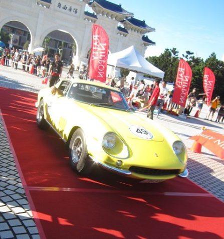 Arrivée sensation de la Ferrari 275GTB/4 de 1967
