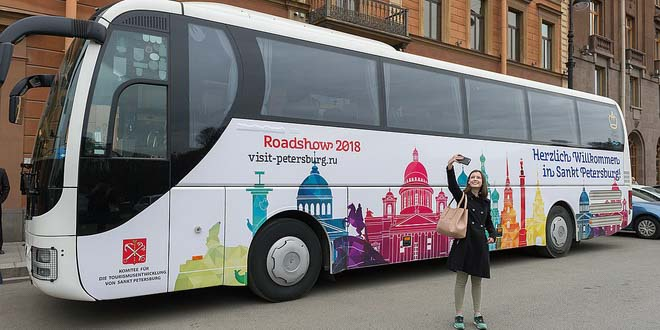 Продвигать туризм в Петербург будет разукрашенный автобус?
