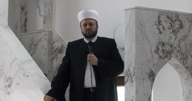 Muftija Halitović predvodi džumu u Bor džamiji