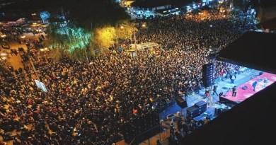 Spektakularnim koncertom Bijelog dugmeta proslavljen Dan grada ||FOTO GALERIJA||