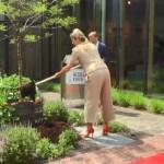 Koningin Máxima opent duurzaamste koffiebranderij van Nederland in Winterswijk