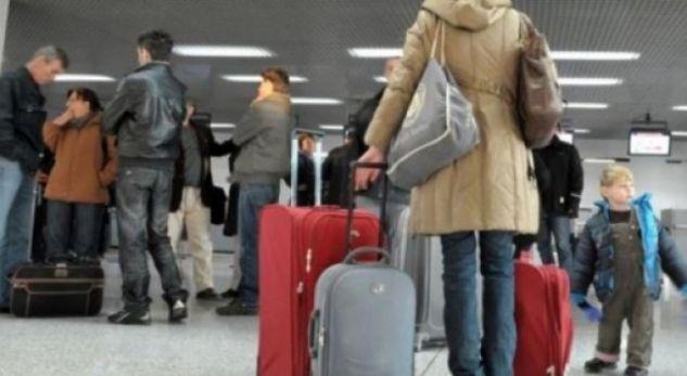 Zhgënjimi nga politika,reth 25 për qind e të rinjve largohen nga Maqedonia