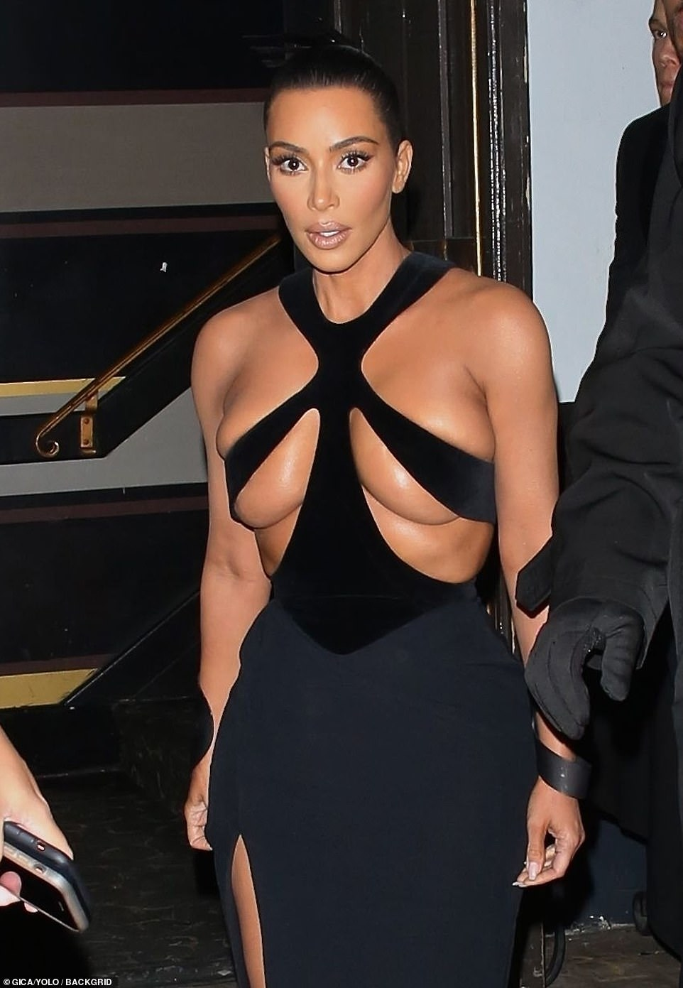 Kim Kardashian shfaqet mjaft provokuese (Foto)