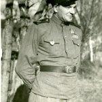 ...и его брат Оскар Поопуун в форме Красной Армии