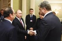 Зачем Путин вытер руки после рукопожатия с Порошенко?