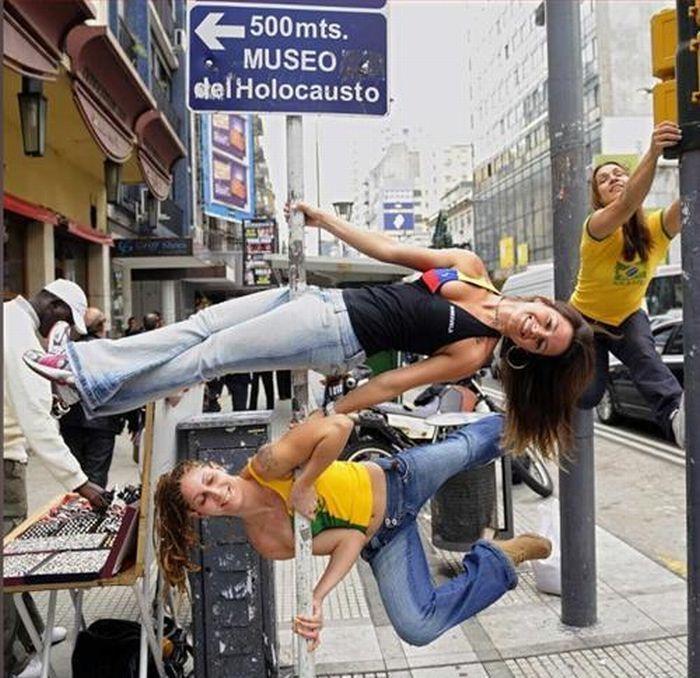 Девушки, которые занимаются непонятными вещами. Часть 4. (70 фото)