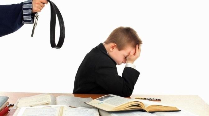 Стоит ли наказывать ребенка за оценки