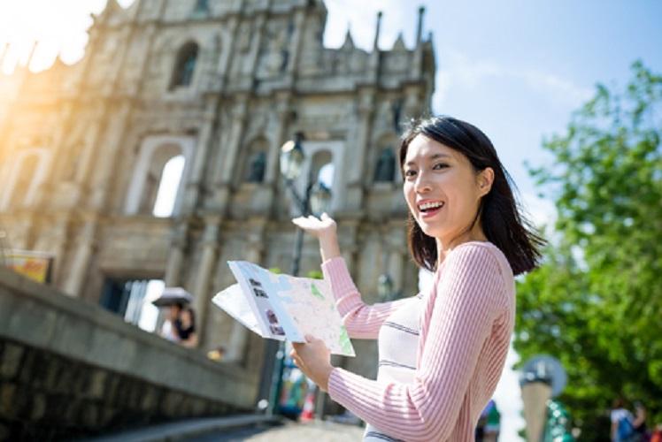 menjadi tour guide profesi  lulusan bahasa inggris