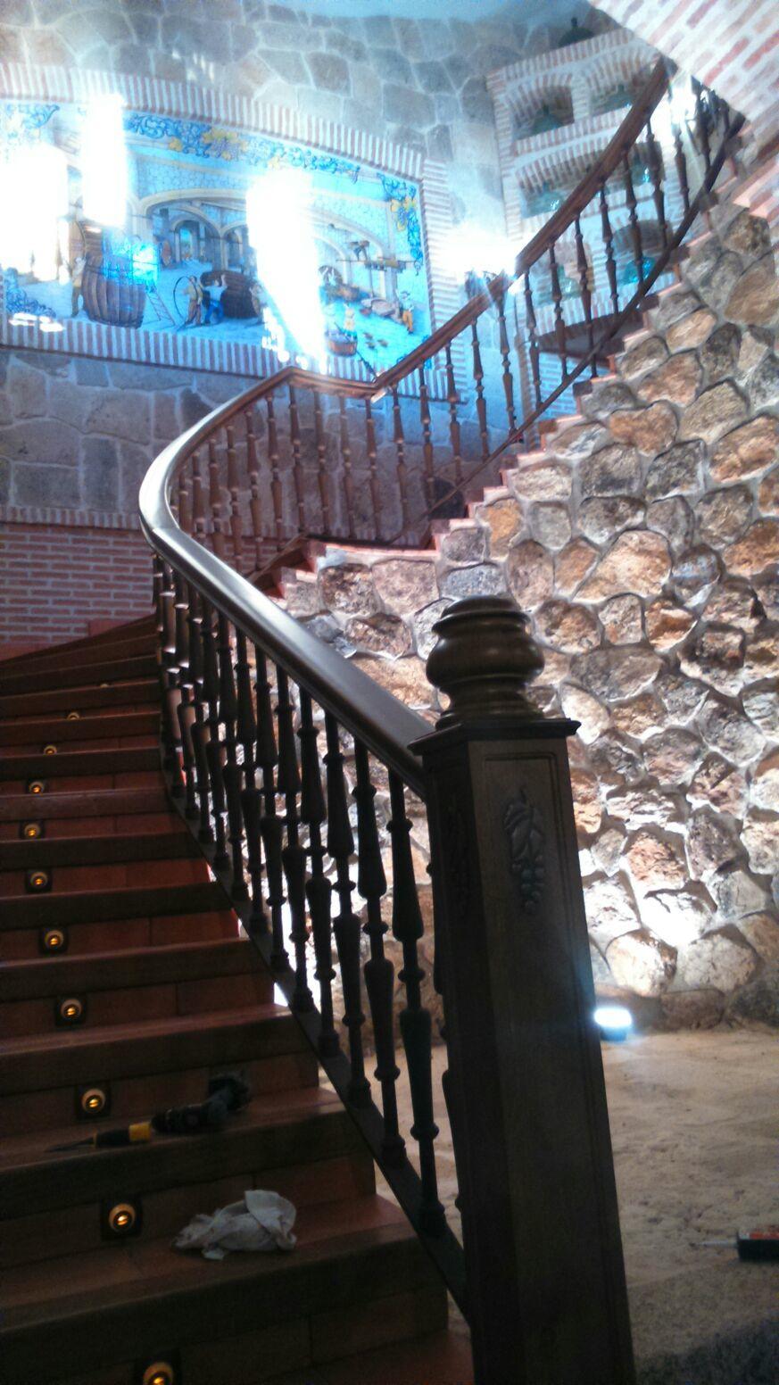 Escaleras de caracol y escaleras de madera para interiores