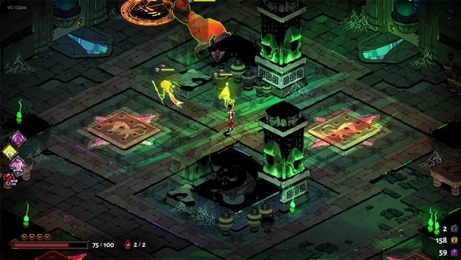 Screenshot de Hades. Uma sala em tons verdes com monstros laranjas e amarelos. Zagreus está no centro.
