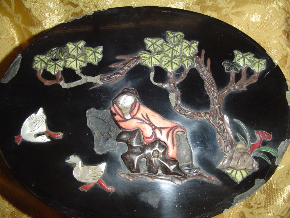 My chinese black lacquer box inlaid with semi-precious stones  (3/6)
