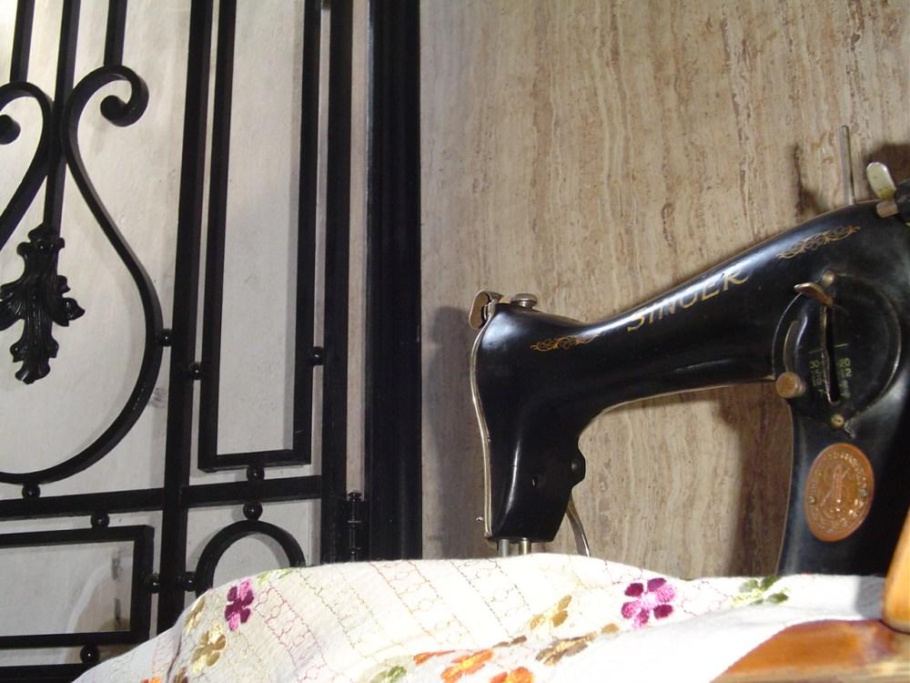 My Singer Model 15-88 sewing machine  (1/6)