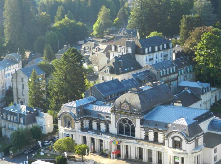 La villa Chanterive et le Casino de la Bourboule