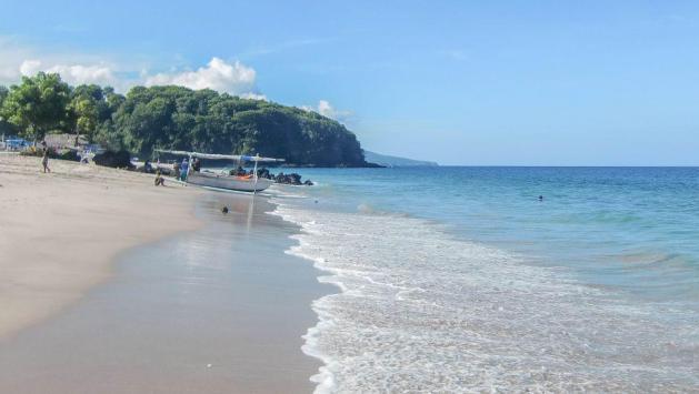 Virgin Beach berlokasi tidak jauh dari kawasan wisata Candidasa, pantai pasir putih yang bagus dan masih sepi.