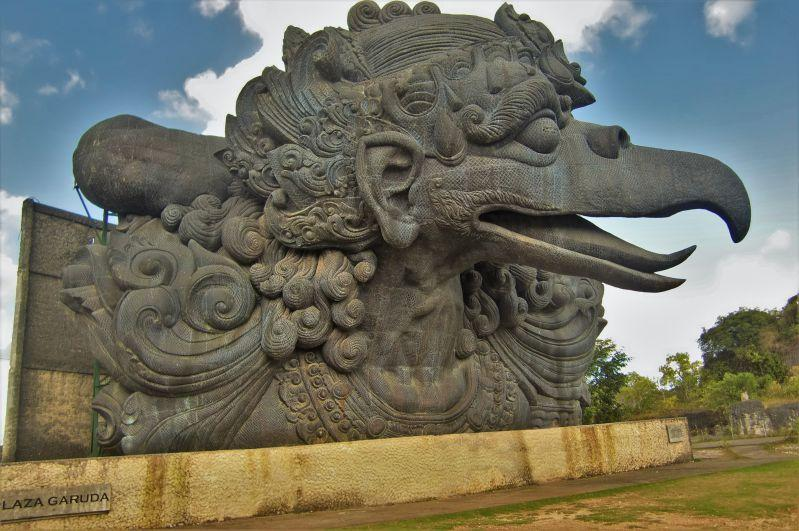 Plaza Garuda salah satu patung di GWK yang baru selesai hanya kepala burung Garuda.
