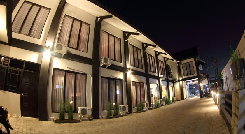 Tampilan luar jejeran kamar Hotel Puri Chorus Yogyakarta