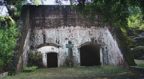 Bangunan Klinik Benteng Pendem peninggalan jaman kolonial Belanda.