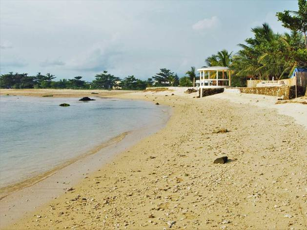 Pantai Cibuaya yang lokasinya tepat di depan Turtle Beach Hotel