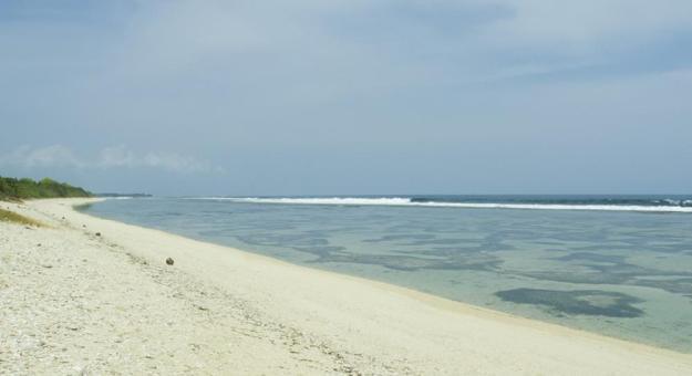 Pantai Pangumbahan di luar kawasan Penangkaran Penyu Ujung Genteng