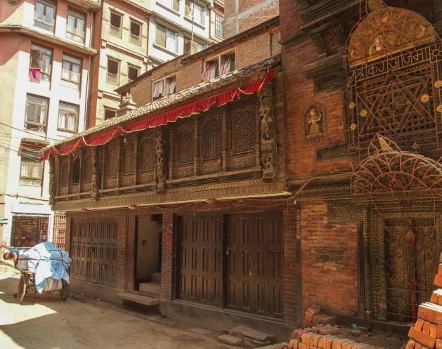 Bangunan-bangunan dengan arsitektur jama dulu banyak ditemukan di kawasan Thamel