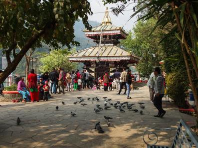 Kuil di Tengah Danau Fewa