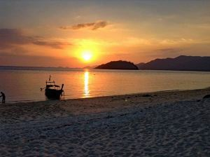 Sonnenuntergang beim Backpacking Thailand