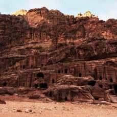 petra-grobowce-w-skale