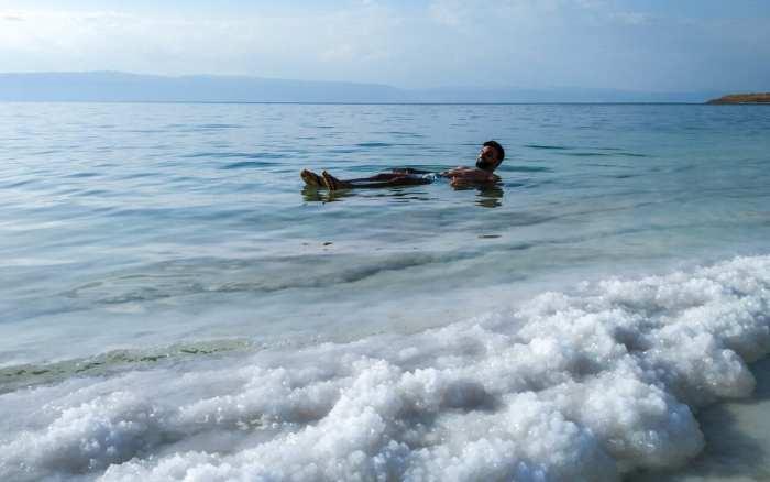 pływanie w morzu martwym