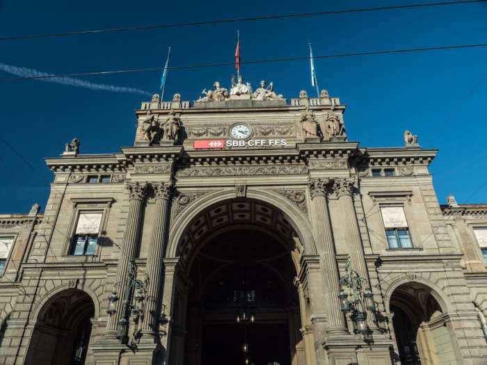 co-zobaczyć-w-szwajcarii-dworzec-w-zurichu