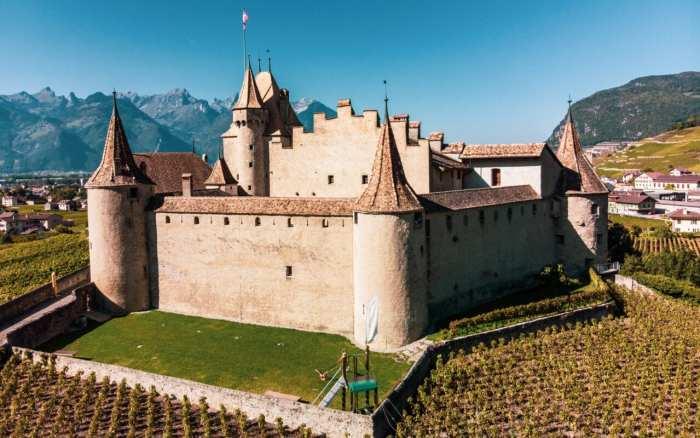 atrakcje-szwajcarii-zamek-aigle