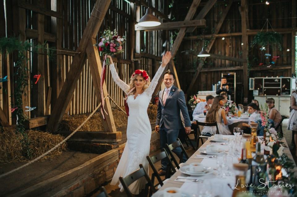 Natalia i Maxime | Rustykalne wesele w stodole pałacu Baborówko pod Poznaniem