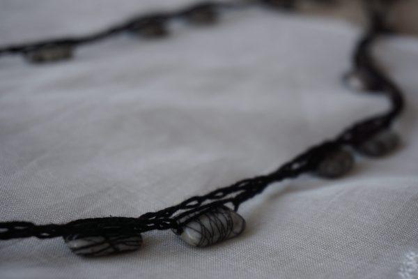 Collier noir avec pierres noir Cornelia