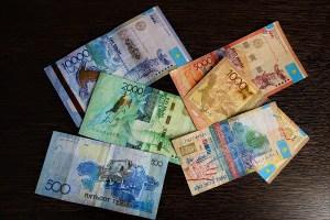 Kasachische Geldscheine