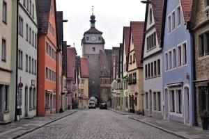 Gasse und Stadttor Rothenburg ob der Tauber, Deutschland