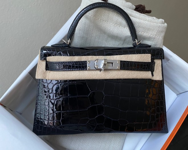 Hermes Kelly 20 Black Shiny PHW.jpg
