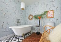 A Flamingo-Filled, Serene Bath   Rue