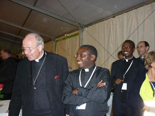 Padiri Nahimana arasesekara i Kigali kuruyu wa mbere taliki ya 23. Musabwe kuza kumwakira i Kanombe muri benshi