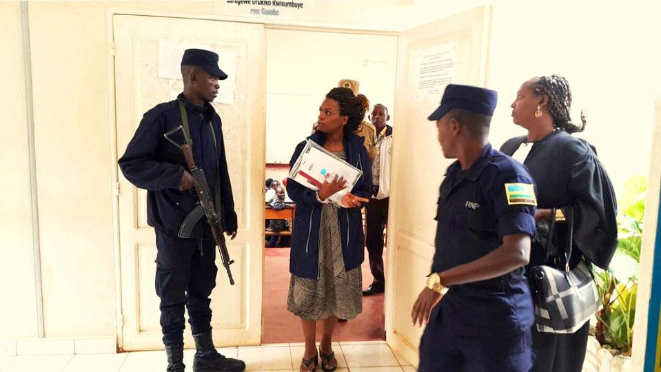 Ese Kagame nta bajyanama agira? Nyiramongi niba amukunda koko yamubwiye akarekura uyu Mwongerezakazi utwite Violette Uwamahoro