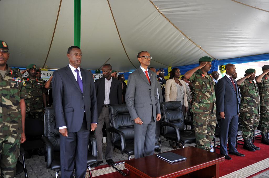 Gen. Kabarebe yise Gen. Kayumba imbwa ariko abamuzi neza bo bavuga ko ari imbwa y' UMUSEGA