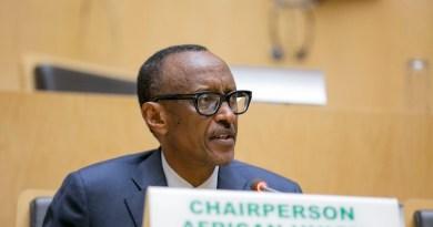 Nizere ko Kagame ariwe uri kwivuga kuko ari mu bambere batega amaboko, birirwa basabiriza hirya no hino!