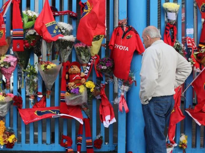 A Munster Rugby fan pays tribute to Anthony Foley outside Thomond Park in Limerick.