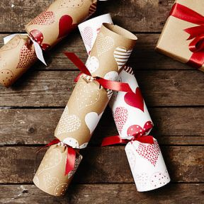 normal_recycled-heart-christmas-crackers