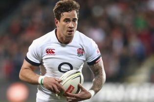 danny-cipriani-of-england-runs-with-the-ball