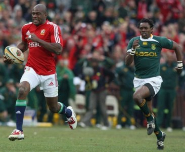 JOHANNESBURG, SOUTH AFRICA - JULY 04: Ugo Monye of the Lions races away to score a breakaway try during the Third Test match between South African and the British and Irish Lions at Ellis Park Stadium on July 4, 2009 in Johannesburg, South Africa. (Photo by David Rogers/Getty Images)